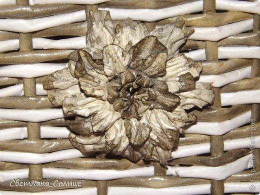Цветок делала из акварельной бумаги, как ни странно, он у меня получился с первого раза, красила под цвет корзинки...