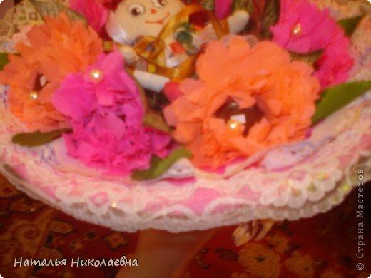14 января - Старый Новый Год. А у нас еще и День рождения дочери! Как оказалось, ей нравятся букеты из конфет и игрушек. А где его купить поздно вечером? Ну ничего - у меня целая ночь впереди!  И вот что получилось! фото 1