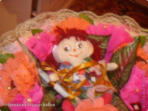 14 января - Старый Новый Год. А у нас еще и День рождения дочери! Как оказалось, ей нравятся букеты из конфет и игрушек. А где его купить поздно вечером? Ну ничего - у меня целая ночь впереди!  И вот что получилось! фото 2