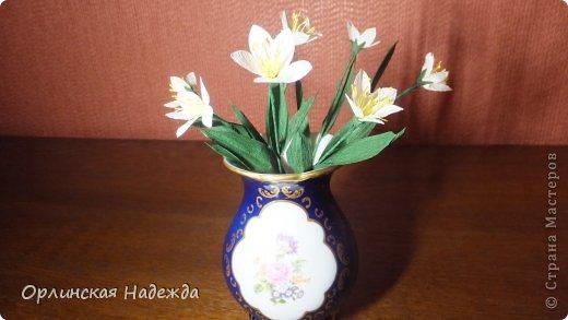 Добрый день любимая Страна! Сегодня я к Вам с повторюшками цветочков. Цветы увидела у замечательной мастерицы Татьяны ( Сапфир )  https://stranamasterov.ru/node/452732, очень понравились, попробовала тоже сделать, но у меня нет кристальной бумаги, поэтому я сделала из простой гофрированной. Татьяна, огромное Вам спасибо за Ваше творчество.  Уезжала надолго в гости к внукам, а когда вернулась, всё никак не могла настроится на творческую волну и решила пока попробовать свои силы вот в таких маленьких пробных цветочках.   Цветы нам дарят настроенье, И пробуждают вдохновенье, Как символ чистой красоты, Ведь очень трудно без мечты!  И остаётся прочно с нами, Всё то, что связано с цветами, В них растворились краски звёзд, И мир любви без мук и слёз!   Стихи Марка Львовского фото 7