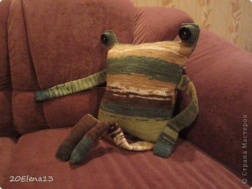 Добрый вечер, мастера и мастерицы! Сегодня закончила вот такую диванную подушку - неведому зверушку. Несколько фотографий вашему вниманию. Внук доволен. Усаживал ее и так, и эдак. фото 4