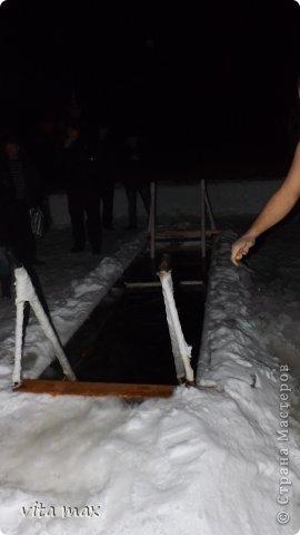 С Крещением вас поздравляю, И только лучшего желаю – Пускай крещенские морозы Навеки забирают слезы, А белый снег когда растает – С ним все тревоги исчезают, Желаю радости всегда, Любви на долгие года!  фото 1