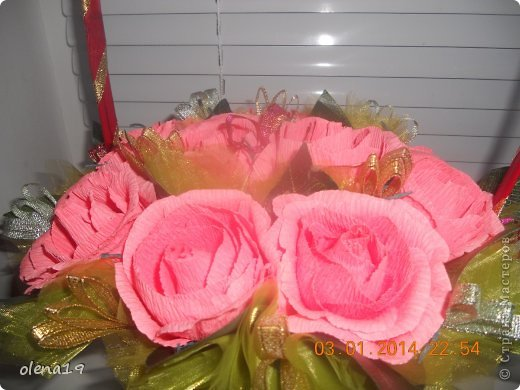 Корзина с розами к дню рождения племянницы. У нас выпал снег и грех было не воспользоваться этим.  фото 7
