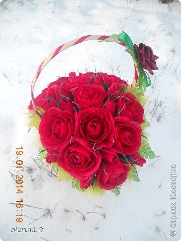 Корзина с розами к дню рождения племянницы. У нас выпал снег и грех было не воспользоваться этим.  фото 1