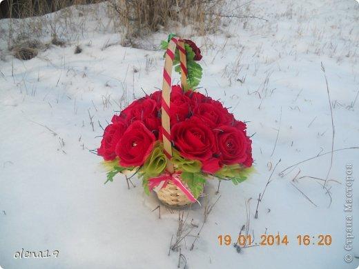 Корзина с розами к дню рождения племянницы. У нас выпал снег и грех было не воспользоваться этим.  фото 2