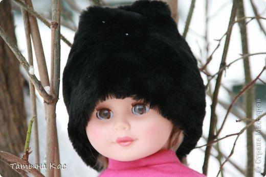 Наконец- то выпал снег и наступили морозы. Решили мы с девочками утеплить нашу куклу, что бы ей было не холодно на прогулке. И появились у куклы новые теплые вещи: пальто, шапка, сапоги, колготки, варежки и эко-сумка. фото 5