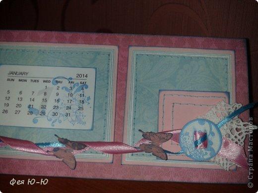 И ещё один календарь сделанный в подарок очень творческой женщине! Сначала очень долго покупала-придумывала детальки, а потом он сложился вот в такую композицию на одном дыхании! Столько удовольствия получила...))  фото 3