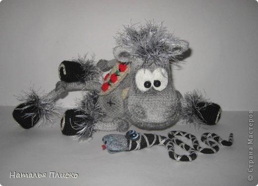 Всем привет!!! На днях у моего мужа, а если быть точной - в Старый Новый год, был день рожденья))))) А так как он родился в год Лошади, вопрос с подарком для меня был решён уже давно, как только я увидела этого Коня от Алоны Рабинович (http://www.liveinternet.ru/users/4938422/post293241034/)))))) Спасибо ей большое за позитив и лёгкое вязание))))))  фото 8