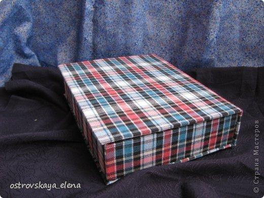 """Показываю Вам сегодня опять мои работы в технике """"картонаж"""". Это: сумочка-клатч и опять коробочка-книжка. Сумочка-клатч. Использовала картон 1мм., ткань бархат черный, хлопок красный, декорирована элементами, связанными крючком в технике брюгских кружев и бисером. фото 14"""