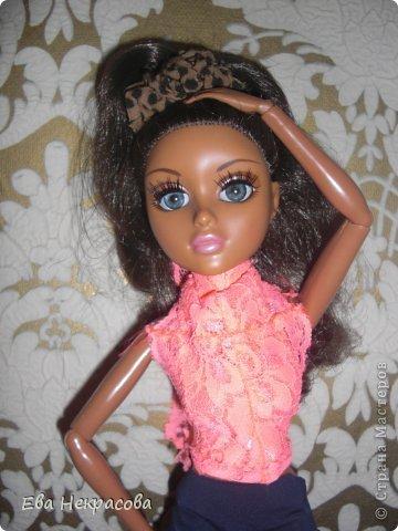 Познакомьтесь с моей куколкой! Привет! Меня зовут Аризона мне 21 год. Я очень люблю готовить! У меня есть родная сестра Бижу, я ее очень люблю! А хозяйка Бижу Злата2003 фото 1
