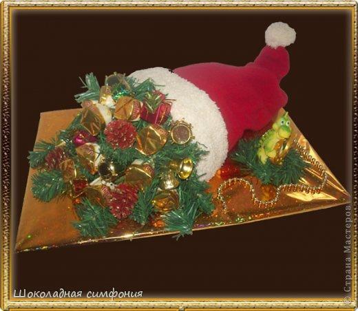 Хоть Новый год с Рождеством уже и прошли, но все равно покажу. Нового ничего не открою наверное - у многих девочек работы гораздо лучше и интереснее, но поделиться хочется. Елочка конфетная, тяжелая. Ярусы все открываются (сделаны по типу шкатулок), внутри еще ассорти из конфет - делалась на коллектив от руководства. фото 2