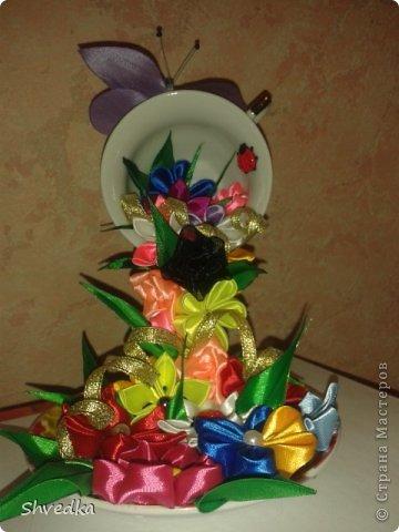 """Моя чашечка парит в воздухе! Ура! Хотелось сделать цветочки в одном стиле и цвете, но тараканы )))))) в голове и разнообразие ленточек в моей коробочке победили. Получилось """"Лето в январе"""" фото 1"""