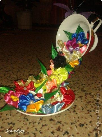 """Моя чашечка парит в воздухе! Ура! Хотелось сделать цветочки в одном стиле и цвете, но тараканы )))))) в голове и разнообразие ленточек в моей коробочке победили. Получилось """"Лето в январе"""" фото 4"""