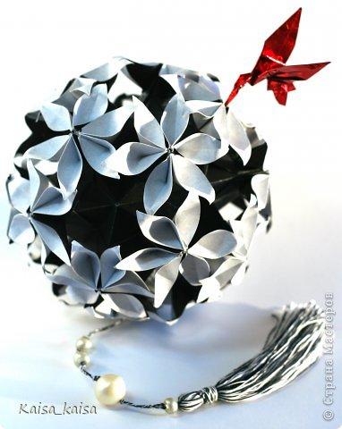Всем привет!  Захотелось увидеть Иридессу в черно-белом-  сама по себе она очень изящная, а в цвете кажется аляповатой...:)  Name: Iridessa Designer: Uniya Filonova Units: 30 Paper: 5 x 14.4 cm ( 1 : 2,88 ) https://stranamasterov.ru/node/648958?c=new_850%2C451  фото 1