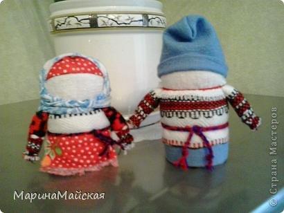 Крупеничка (зерновушка) и богач. Высота - 11-12 см. Куклы наполнены крупой (здесь гречка и горох). Куклы изготавливаются на сытую семейную жизнь, на достаток, на благополучие. Сделала на Новый год родным. фото 2