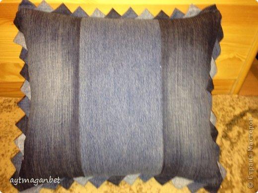 Из старых джинс, окошечеки из золотистой ткани. Вроде как звезд не хватает. фото 2