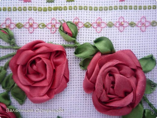 Картина панно рисунок Валентинов день Вышивка        Плетистая роза  Канва Ленты Нитки фото 3
