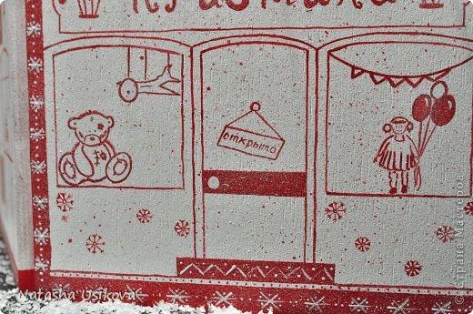 Добрый всем день!!!! И хоть Новогодние и Рождественские праздники давно позади, я хочу показать Вам то, что я сделала в конце прошлого года для деток своей подруги. Это рождественский календарь из дерева-2 маленьких магазинчика или 2 рождественские лавки фото 3