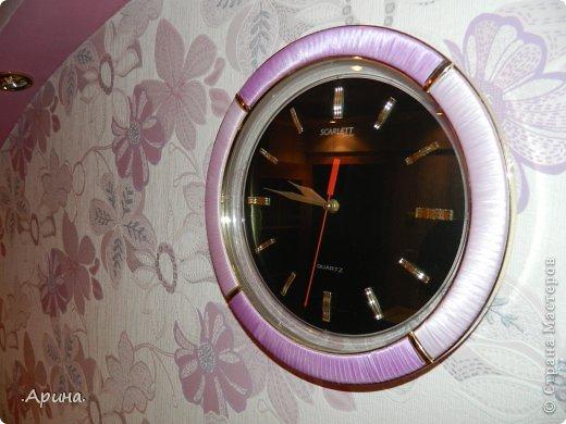Добрый день, дорогие мастерицы! Представляю вашему вниманию свои часы, точнее как я их преобразила. Раньше у меня был интерьер в комнате в зелёном цвете, соответственно и часы я подбирала с зелеными вставками, но после ремонта жалко было выбрасывать, тем более они мне так нравились, пришла идея изменить зелень на сиреневый цвет (в тон дизайна комнаты)... И вот что получилось.... фото 1