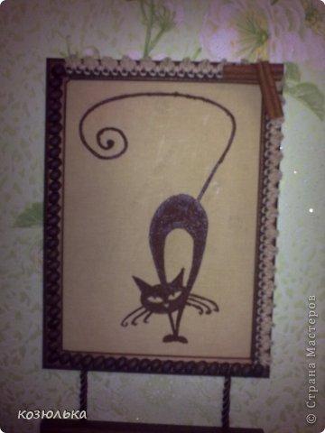 Использовались рамочки для фото, рисунки кошек, ткань красила кофе, рисунки из молотого кофе. Спасибо за внимание) фото 3