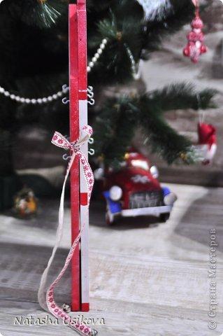 Добрый всем день!!!! И хоть Новогодние и Рождественские праздники давно позади, я хочу показать Вам то, что я сделала в конце прошлого года для деток своей подруги. Это рождественский календарь из дерева-2 маленьких магазинчика или 2 рождественские лавки фото 17