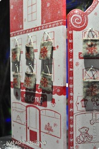 Добрый всем день!!!! И хоть Новогодние и Рождественские праздники давно позади, я хочу показать Вам то, что я сделала в конце прошлого года для деток своей подруги. Это рождественский календарь из дерева-2 маленьких магазинчика или 2 рождественские лавки фото 8