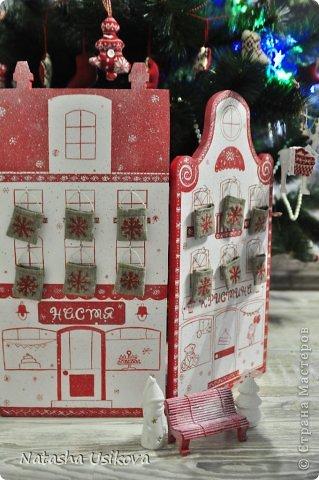 Добрый всем день!!!! И хоть Новогодние и Рождественские праздники давно позади, я хочу показать Вам то, что я сделала в конце прошлого года для деток своей подруги. Это рождественский календарь из дерева-2 маленьких магазинчика или 2 рождественские лавки фото 1