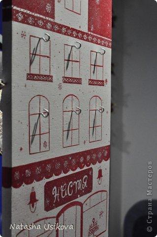 Добрый всем день!!!! И хоть Новогодние и Рождественские праздники давно позади, я хочу показать Вам то, что я сделала в конце прошлого года для деток своей подруги. Это рождественский календарь из дерева-2 маленьких магазинчика или 2 рождественские лавки фото 21