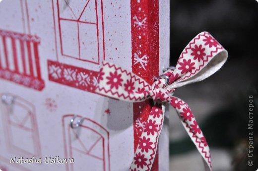 Добрый всем день!!!! И хоть Новогодние и Рождественские праздники давно позади, я хочу показать Вам то, что я сделала в конце прошлого года для деток своей подруги. Это рождественский календарь из дерева-2 маленьких магазинчика или 2 рождественские лавки фото 19