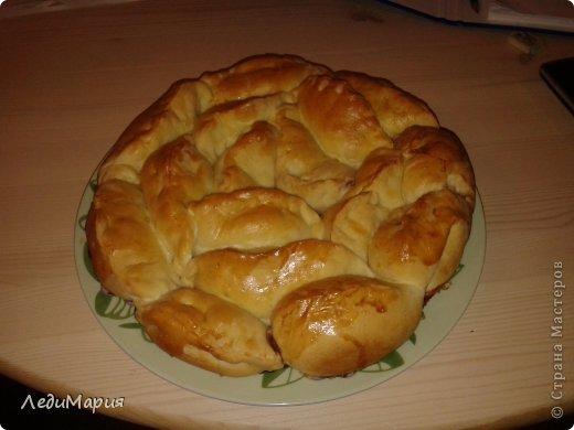 Роза или как сказал мой муж-сиамские пирожки.Начинка - малиновое варенье.Дрожжевое тесто