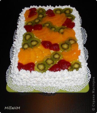 """На день рождения любимому приготовила торт """"Тропиканка"""", увидев его рецепт на просторах интернета. Нам очень понравилось. Вот и появилась альтернатива бисквитному тортику, такая же легкая и воздушная! фото 2"""