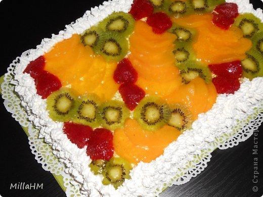 """На день рождения любимому приготовила торт """"Тропиканка"""", увидев его рецепт на просторах интернета. Нам очень понравилось. Вот и появилась альтернатива бисквитному тортику, такая же легкая и воздушная! фото 3"""