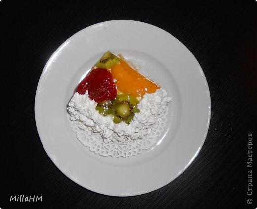 """На день рождения любимому приготовила торт """"Тропиканка"""", увидев его рецепт на просторах интернета. Нам очень понравилось. Вот и появилась альтернатива бисквитному тортику, такая же легкая и воздушная! фото 4"""