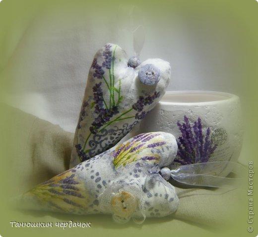 Скоро День всех влюбленных, вот и нашились всякие разные сердечки. Эти - самые любимые, лавандовые. Они и пахнут лавандой...ммммммм......