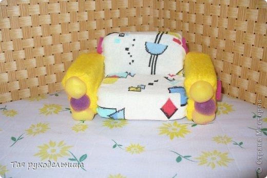 Всем Доброго времени суток!   Хочу показать свои работы для кукол. Готовлю подарок для крестницы на день рождение : домик с мебелью. Если будут вопросы по МК, обязательно расскажу. Приятного просмотра.  Диванчик для дочки-куклы фото 1