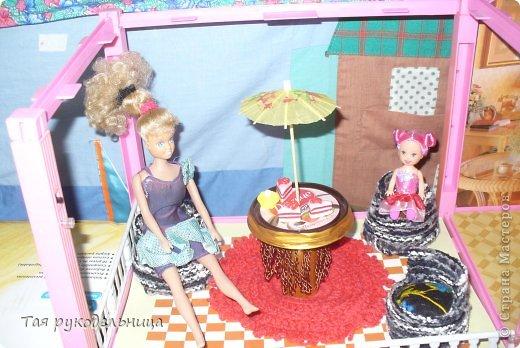 Всем Доброго времени суток!   Хочу показать свои работы для кукол. Готовлю подарок для крестницы на день рождение : домик с мебелью. Если будут вопросы по МК, обязательно расскажу. Приятного просмотра.  Диванчик для дочки-куклы фото 9