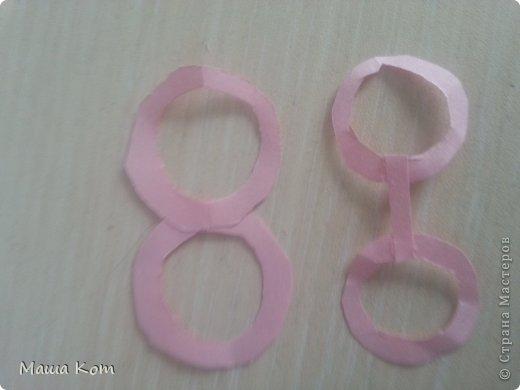 Для начала надо вырезать два кружка. Я использовала клей и упаковку от звездочки для, того чтобы вырезать кружки. фото 3