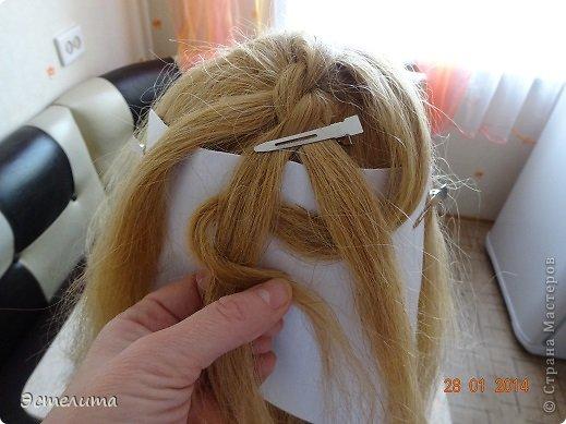 Здравствуйте уважаемые мастерицы! Моей дочери нравится, когда я заплетаю ей круглую косу. Смотрится красиво и заплетать быстро.   Попробуйте и Вы! фото 5