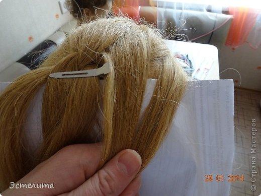 Здравствуйте уважаемые мастерицы! Моей дочери нравится, когда я заплетаю ей круглую косу. Смотрится красиво и заплетать быстро.   Попробуйте и Вы! фото 9