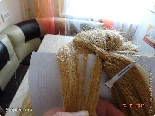 Здравствуйте уважаемые мастерицы! Моей дочери нравится, когда я заплетаю ей круглую косу. Смотрится красиво и заплетать быстро.   Попробуйте и Вы! фото 10
