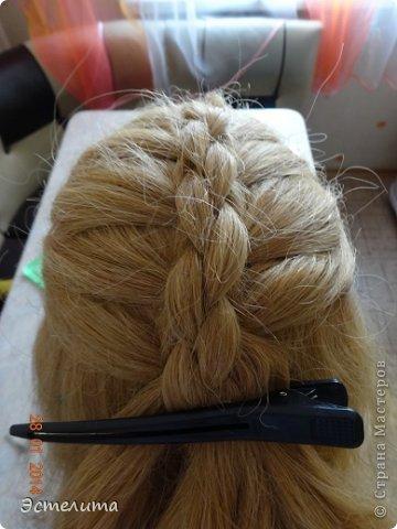 Здравствуйте уважаемые мастерицы! Моей дочери нравится, когда я заплетаю ей круглую косу. Смотрится красиво и заплетать быстро.   Попробуйте и Вы! фото 11