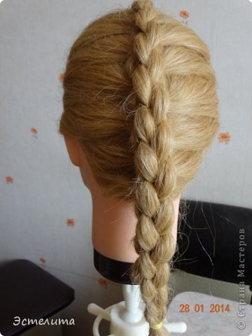 Здравствуйте уважаемые мастерицы! Моей дочери нравится, когда я заплетаю ей круглую косу. Смотрится красиво и заплетать быстро.   Попробуйте и Вы! фото 12