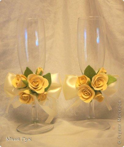 Вот такие украшения на бокалы у меня получились. выполнены из полимерной глины. фото 1