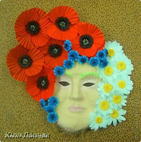 """Карнавальная маска """"Флора"""" получила абсолютное первенство на областной выставке-конкурсе """"Зимняя сказка"""" в декабре 2013 года. Вся маска выклеена цветными нитками, цветы и бабочка на маске выполнены в технике макраме. фото 2"""