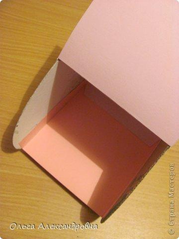 Интернете и вот наткнулась на очаровательную сумочку http://strady.org.ua/post172142788/ Я немного изменила размеры, декор упростила, чтобы мои девчонки из кружка могли справиться с такой работой и изменила ход склеивания деталей. Вот и хочу поделиться своими наработками в изготовлении такой сумочки. фото 15