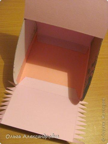 Интернете и вот наткнулась на очаровательную сумочку http://strady.org.ua/post172142788/ Я немного изменила размеры, декор упростила, чтобы мои девчонки из кружка могли справиться с такой работой и изменила ход склеивания деталей. Вот и хочу поделиться своими наработками в изготовлении такой сумочки. фото 17