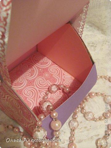 Интернете и вот наткнулась на очаровательную сумочку http://strady.org.ua/post172142788/ Я немного изменила размеры, декор упростила, чтобы мои девчонки из кружка могли справиться с такой работой и изменила ход склеивания деталей. Вот и хочу поделиться своими наработками в изготовлении такой сумочки. фото 19