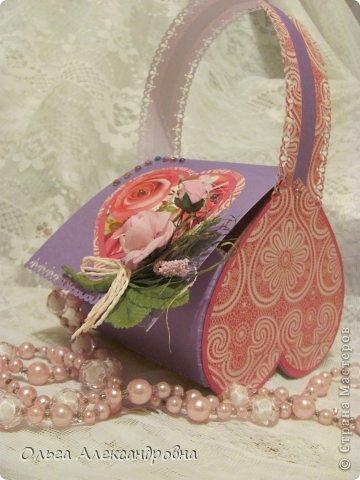 Интернете и вот наткнулась на очаровательную сумочку http://strady.org.ua/post172142788/ Я немного изменила размеры, декор упростила, чтобы мои девчонки из кружка могли справиться с такой работой и изменила ход склеивания деталей. Вот и хочу поделиться своими наработками в изготовлении такой сумочки. фото 26