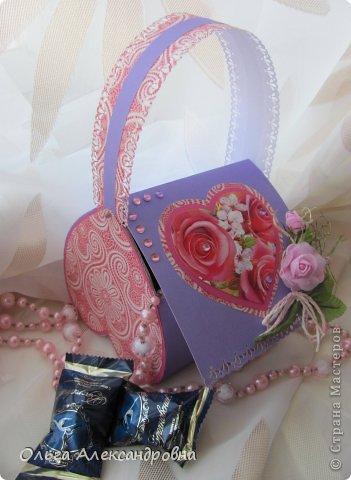 Интернете и вот наткнулась на очаровательную сумочку http://strady.org.ua/post172142788/ Я немного изменила размеры, декор упростила, чтобы мои девчонки из кружка могли справиться с такой работой и изменила ход склеивания деталей. Вот и хочу поделиться своими наработками в изготовлении такой сумочки. фото 1