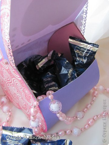 Интернете и вот наткнулась на очаровательную сумочку http://strady.org.ua/post172142788/ Я немного изменила размеры, декор упростила, чтобы мои девчонки из кружка могли справиться с такой работой и изменила ход склеивания деталей. Вот и хочу поделиться своими наработками в изготовлении такой сумочки. фото 3